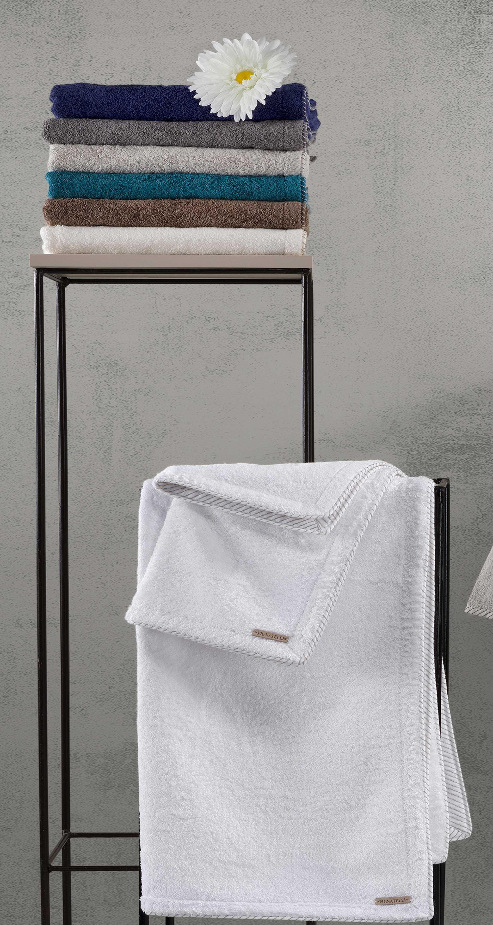 Set asciugamani da bagno delos 2pz con ricamo maddalena home - Set asciugamani bagno ...